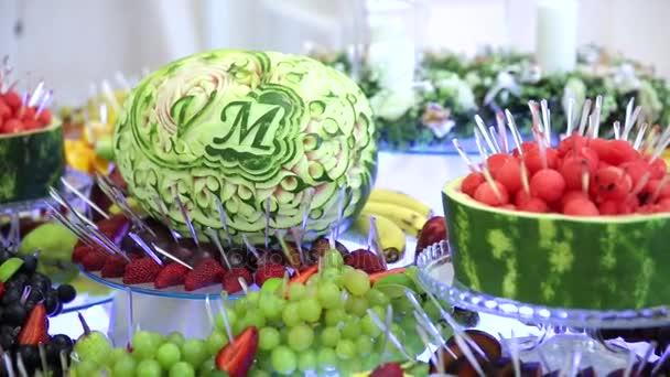 Schöne bunte tropische Früchtebuffet