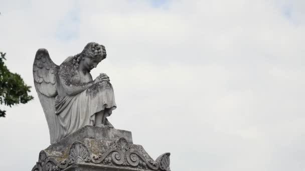Angyal szobor a temetőben