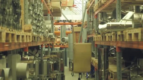 Kovových trubek na skladu. stavební obchod