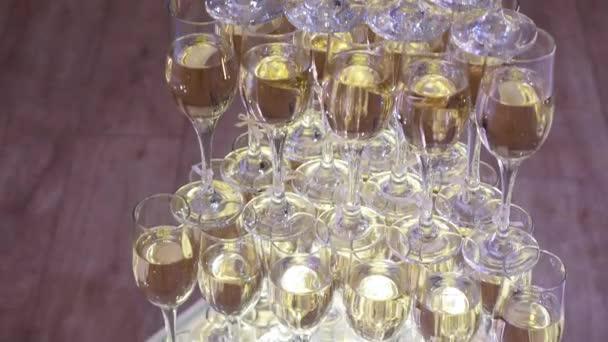 Glas Champagner Pyramide zusammengesetzt