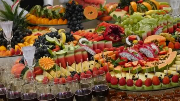 Bunte tropische Frucht Hochzeit Buffet