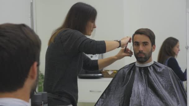 Férfi fodrász, fodrászat, vagy a haj szalon. Fodrászat