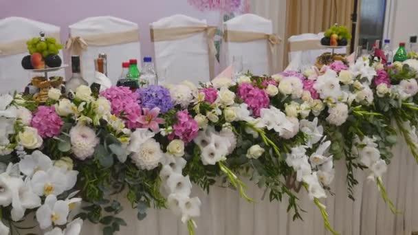 Tafeldecoratie met bloem decoratie bruiloft tabel bloemen for Tafeldecoratie bruiloft