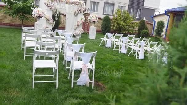 Rady Zidli Na Svatebni Obrad Svatebni Kvetinova Vyzdoba Klenby