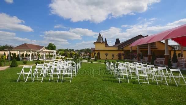 Wesele Wystrój Korytarza Biały ślub Krzesła ślub Na świeżym