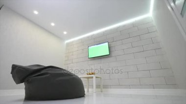 Moderní obývací pokoj s Tv a židle bag