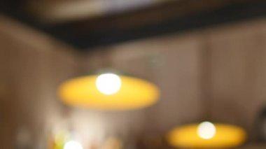 Kronleuchter Eisen ~ Schwarzes eisen kronleuchter lampen in der bar u2014 stockvideo © lena