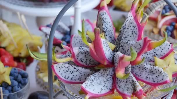 Farbenfrohes tropisches Fruchtbuffet