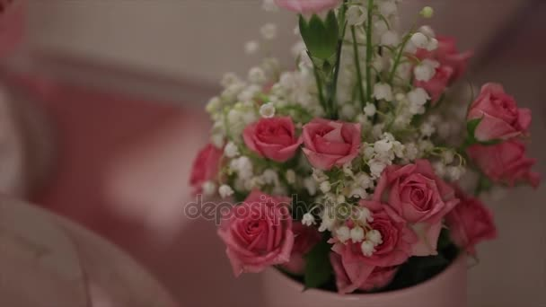 Svatební kytice s růžovou růží