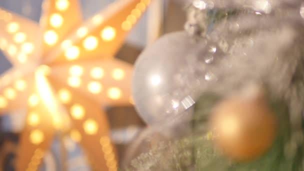 Vánoční koule na vánoční stromeček. zblízka. Selektivní fokus