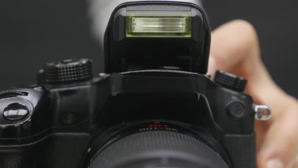 Nyitó és villogó beépített flash lencse. Fényképezés