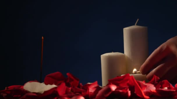 Regolazione della tabella di aromaterapia con candele profumate e
