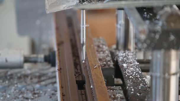 Továrna na výrobu Pvc oken a dveří. Dělníci v dílně. Pracovních míst ve výrobě. Práce v továrnách na výrobu plastových oken. Technologie výroby PVC oken. Selektivní fokus