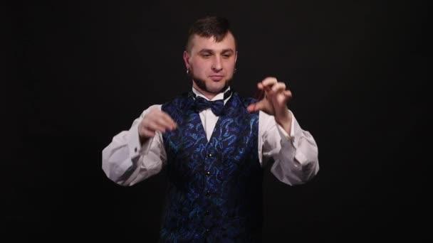 Kouzelník zobrazeno trik s administrativní guma, ruce closeup. iluzionista
