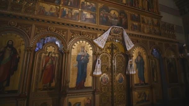 Innenraum eines alten Kirchenaltars