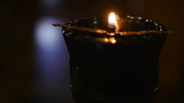 Jediná svíčka se zavřít