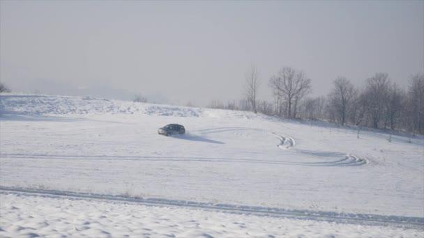 4 x 4 vozidla jezdit ve sněhu