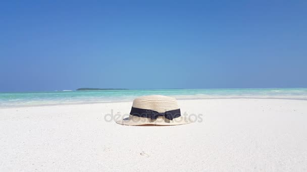 v0233 Maldives beautiful beach background white sandy tropical paradise island with blue sky sea water ocean 4k hat