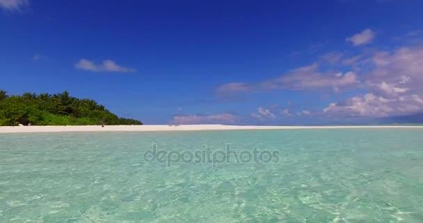 v02398 Maledivy krásné pláže pozadí bílé písečné tropický ráj ostrov s modrou oblohu moře vody oceánu 4k