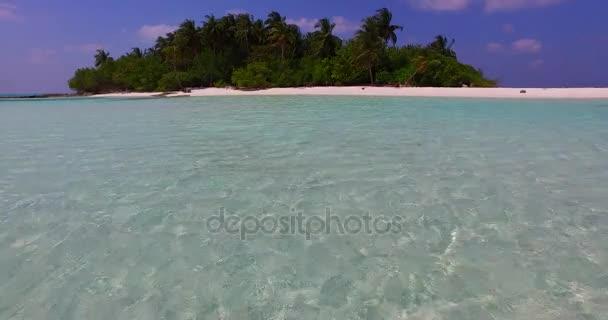 v02408 Maledivy krásné pláže pozadí bílé písečné tropický ráj ostrov s modrou oblohu moře vody oceánu 4k