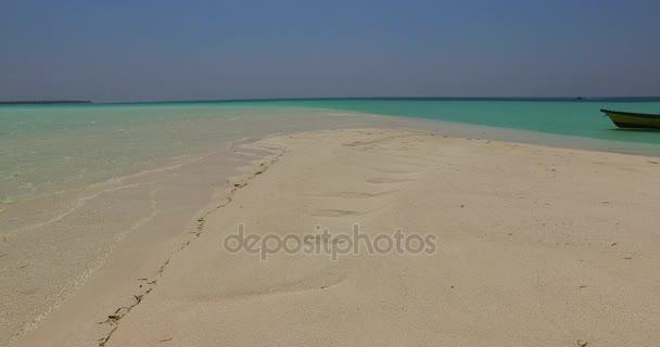 v02488 Maledivy krásné pláže pozadí bílé písečné tropický ráj ostrov s modrou oblohu moře vody oceánu 4k
