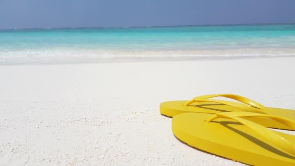 v02721 Maledivy krásné pláže pozadí bílé písečné tropický ráj ostrov s modrou oblohu moře vody oceánu 4k žabky