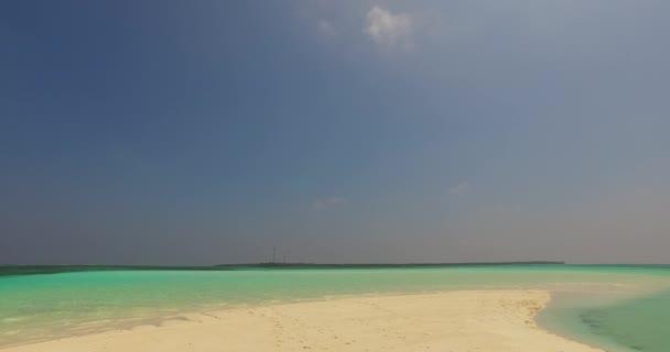 v02732 Maledivy krásné pláže pozadí bílé písečné tropický ráj ostrov s modrou oblohu moře vody oceánu 4k