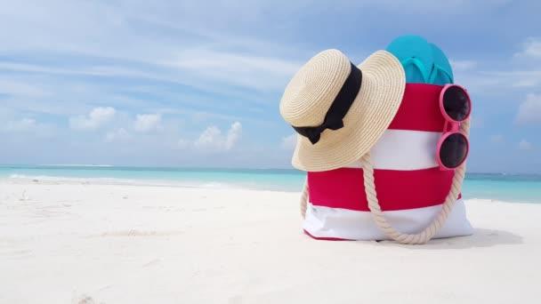 v02747 Maledivy krásné pláže pozadí bílé písečné tropický ráj ostrov s modrou oblohu moře vody oceánu 4k picnin pytel hat