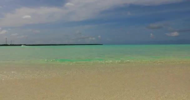 v02914 Maledivy krásné pláže pozadí bílé písečné tropický ráj ostrov s modrou oblohu moře vody oceánu 4k
