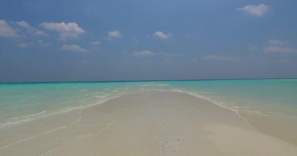 v02972 Maledivy krásné pláže pozadí bílé písečné tropický ráj ostrov s modrou oblohu moře vody oceánu 4k