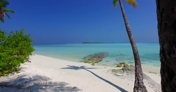v01038 Maledivy krásné pláže pozadí bílé písečné tropický ráj ostrov s modrou oblohu moře vody oceánu 4k
