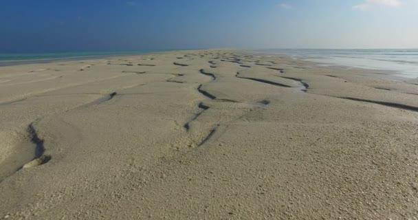 v01112 Maledivy krásné pláže pozadí bílé písečné tropický ráj ostrov s modrou oblohu moře vody oceánu 4k
