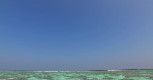 v01326 Maledivy krásné pláže pozadí bílé písečné tropický ráj ostrov s modrou oblohu moře vody oceánu 4k