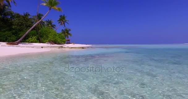 v01294 Maledivy krásné pláže pozadí bílé písečné tropický ráj ostrov s modrou oblohu moře vody oceánu 4k