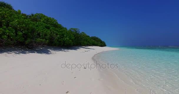 v01382 Maledivy krásné pláže pozadí bílé písečné tropický ráj ostrov s modrou oblohu moře vody oceánu 4k