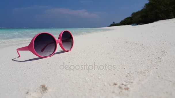 v01411 Maldives beautiful beach background white sandy tropical paradise island with blue sky sea water ocean 4k red pink sunglasses