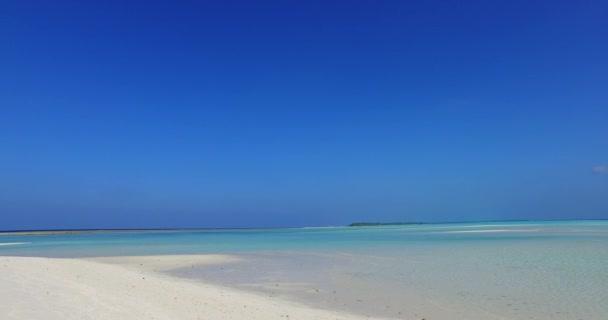 v01420 Maledivy krásné pláže pozadí bílé písečné tropický ráj ostrov s modrou oblohu moře vody oceánu 4k
