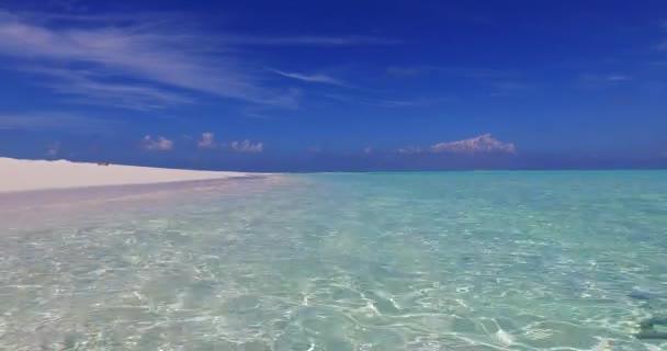 v01562 Maledivy krásné pláže pozadí bílé písečné tropický ráj ostrov s modrou oblohu moře vody oceánu 4k