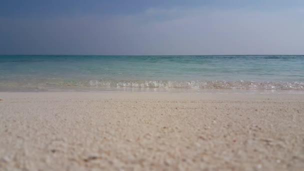v01575 Maledivy krásné pláže pozadí bílé písečné tropický ráj ostrov s modrou oblohu moře vody oceánu 4k