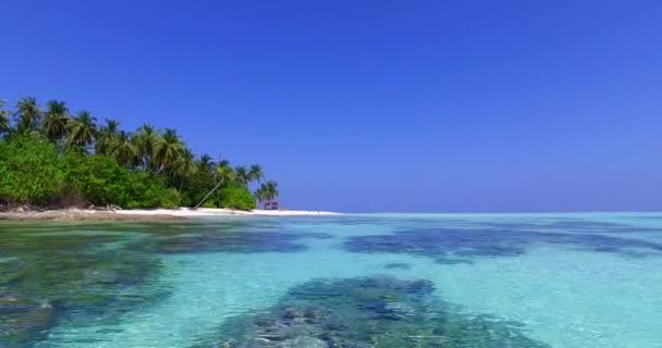 v01680 Maledivy krásné pláže pozadí bílé písečné tropický ráj ostrov s modrou oblohu moře vody oceánu 4k korálový útes