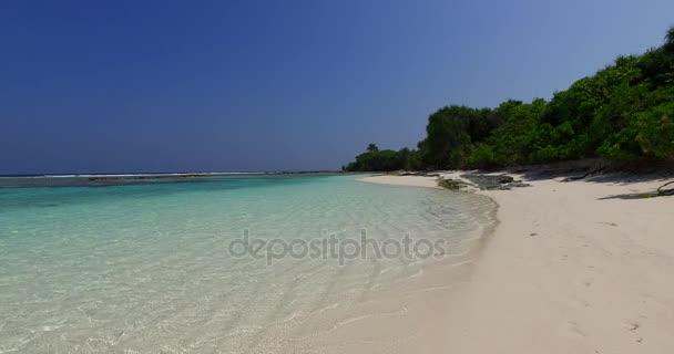 v01782 Maledivy krásné pláže pozadí bílé písečné tropický ráj ostrov s modrou oblohu moře vody oceánu 4k
