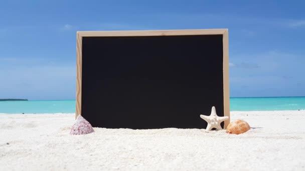 v01837 Maledivy krásné pláže pozadí bílé písečné tropický ráj ostrov s modrou oblohu moře vody oceánu 4k tabuli hvězdice mušle