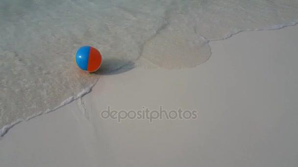 v01871 Maldives beautiful beach background white sandy tropical paradise island with blue sky sea water ocean 4k beachball