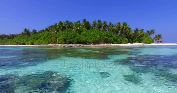 v01898 Maledivy krásné pláže pozadí bílé písečné tropický ráj ostrov s modrou oblohou mořské vody oceánu 4k korálový útes laguny