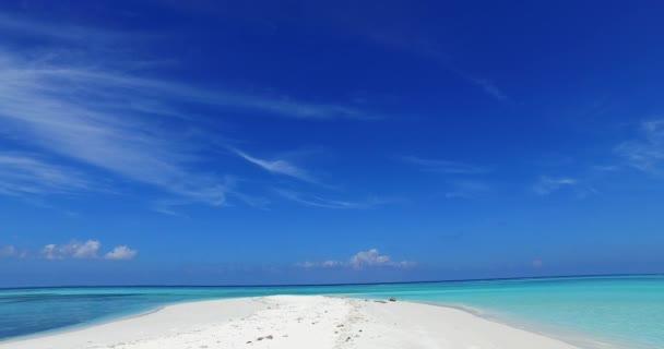 v01926 Malediven Strand Hintergrund weißen sandigen tropisches Paradiesinsel mit blauem Himmel Meer Wasser Ozean 4k sandbank