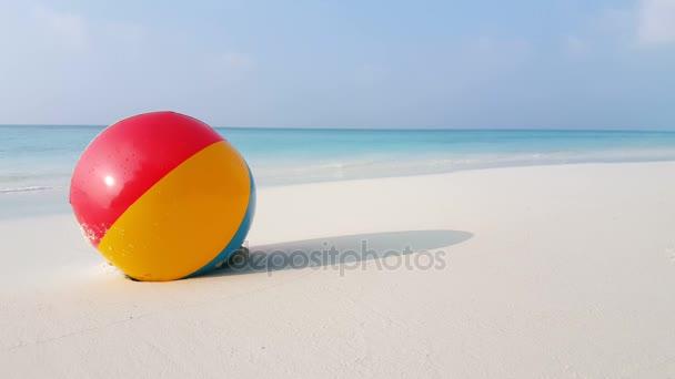 v01933 Maledivy krásné pláže pozadí bílé písečné tropický ráj ostrov s modrou oblohu moře vody oceánu 4k beachball