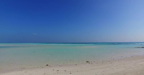 v01938 Maledivy krásné pláže pozadí bílé písečné tropický ráj ostrov s modrou oblohu moře vody oceánu 4k