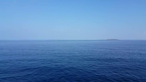 v01977 Maledivy krásné pláže pozadí bílé písečné tropický ráj ostrov s modrou oblohu moře vody oceánu 4k