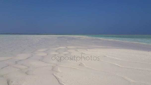 v01981 Maledivy krásné pláže pozadí bílé písečné tropický ráj ostrov s modrou oblohu moře vody oceánu 4k laguně mělčině