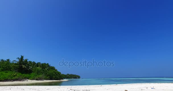 v01998 Maledivy krásné pláže pozadí bílé písečné tropický ráj ostrov s modrou oblohu moře vody oceánu 4k